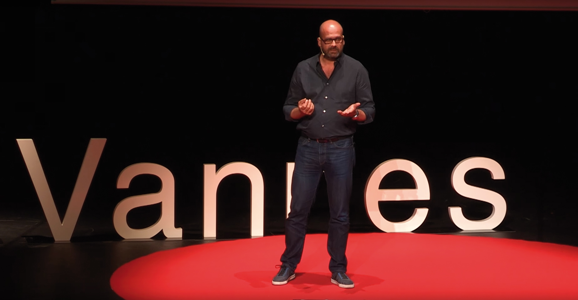 Laurent Sanchez TEDX Vannes Street Art Avenue Petition Change